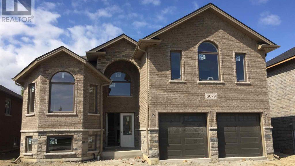 3079 McRobbie - Front of House