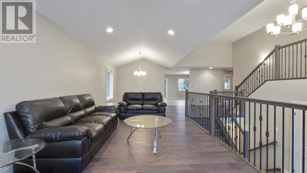 3079 McRobbie - Living Room
