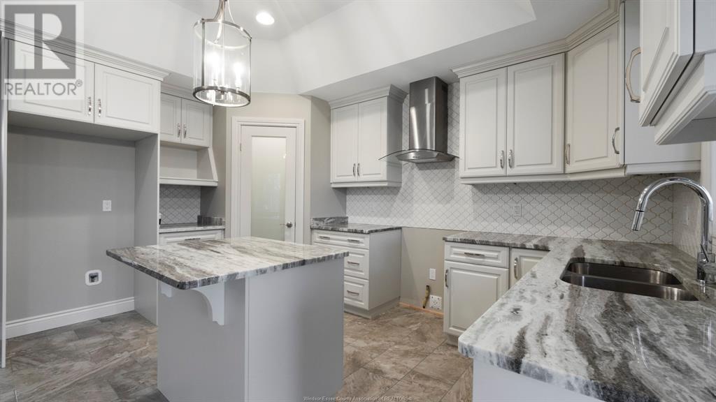 3079 McRobbie - Kitchen