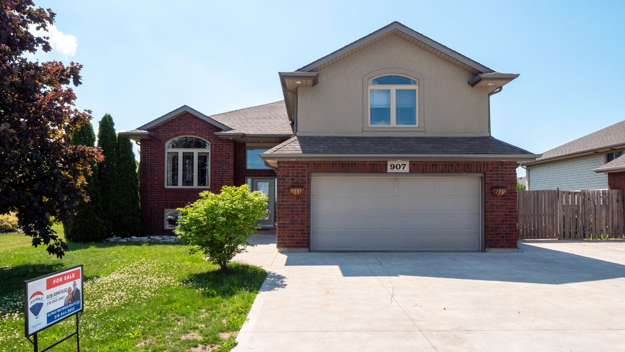 907 Southwood - Lakeshore Home for Sale